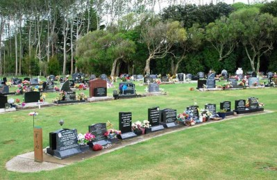 Avenue-Cemetery-Levin (10)